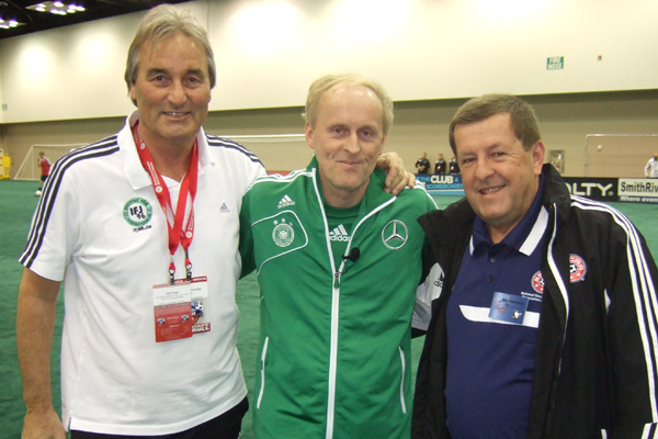 Ralf Peter (DFB), Rudi Zimmermann (NSCAA Manager of Presentations) und Peter Schreiner (Institute of Youth Soccer Germany).
