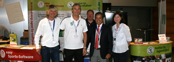 Luis Pinto (Nationtrainer Costa Rica) ist Fan der Software easy Sports-Graphics und easy Animation.